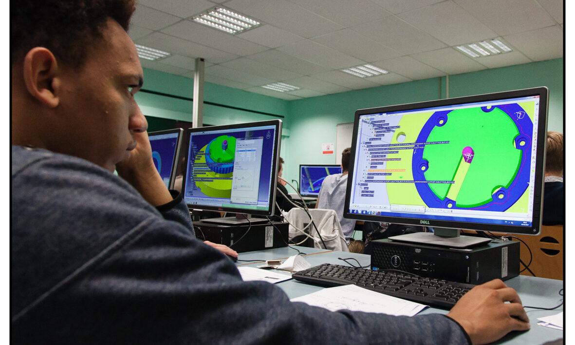 CAO conception BE bureau d'étude logiciel solidworks catia technicien dessinateur projeteur DUT GMP bachelor génie méca STI2D